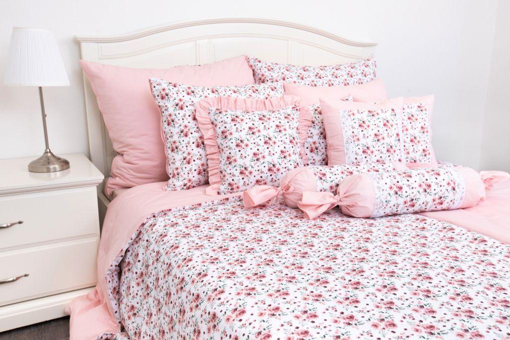 Povlečení selského stylu se vzorem růže laděné do ružové barvy