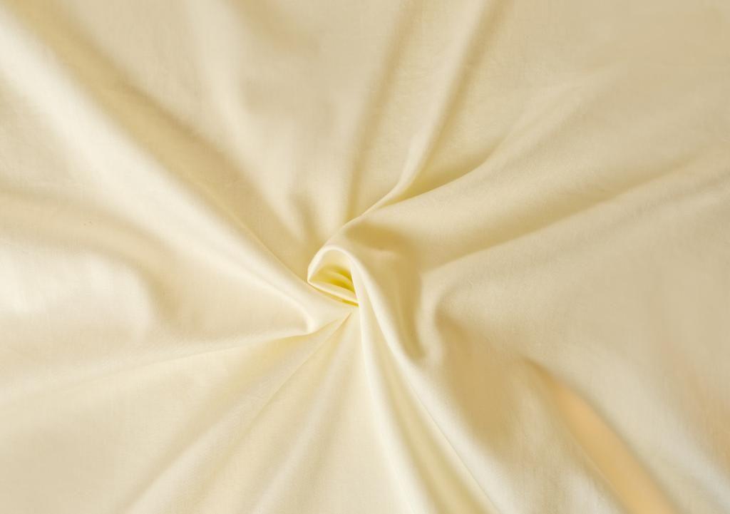 Kvalitní saténové prostěradlo LUXURY COLLECTION v smetanové barvě Kvalitex