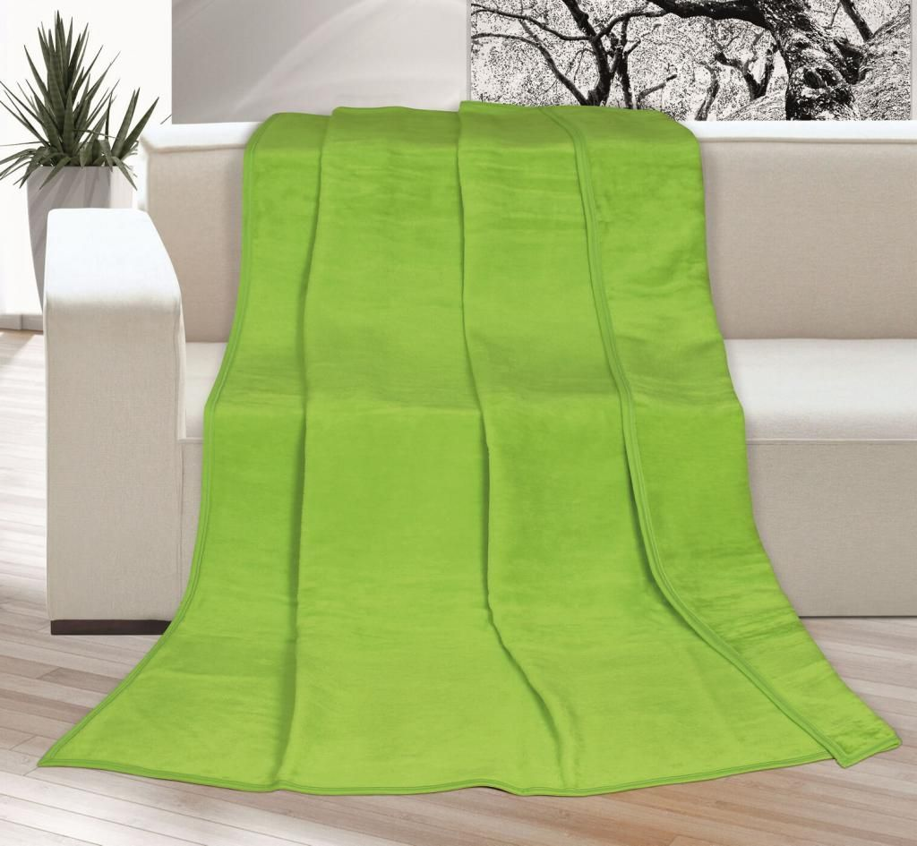 Pěkná jednobarevná deka v zeleném odstínu