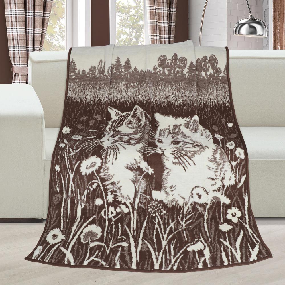 Pěkná hřejivá deka v hnědé barvě s koťaty